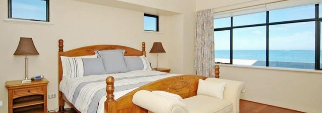 Simply_Heaven_Holiday_Accommodation_Perth_Bluewaters_Master_Bedroom_web