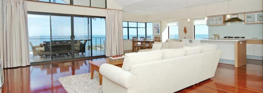 Simply_Heaven_Holiday_Accommodation_Perth_Bluewaters_Upstairs_Lounge_web